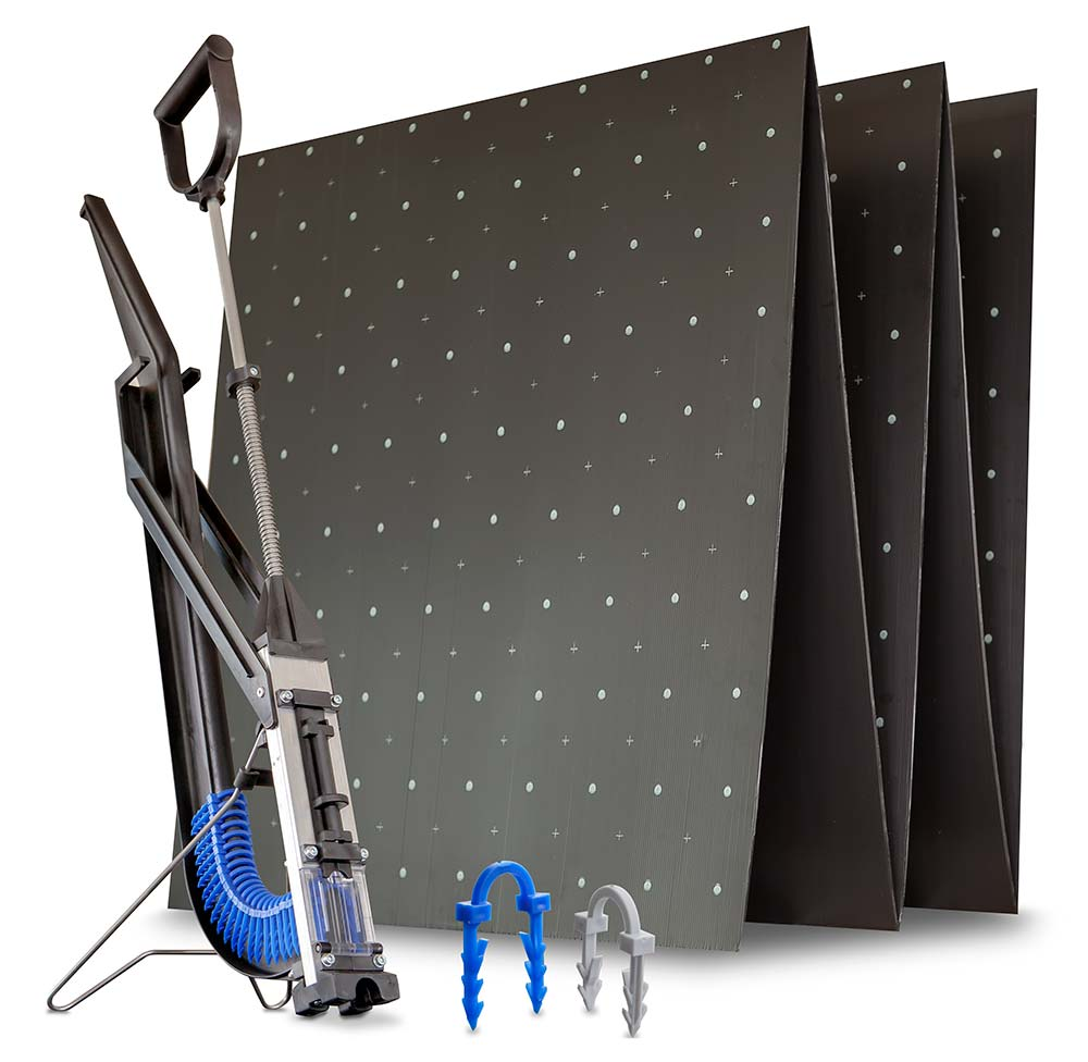 Hlavní komponenty podlahového topení ALPHA 3X – tacker háčky, deska atacker sponkovačka pro upevnění háčků na desku